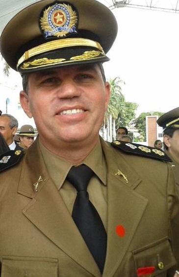 03-06-2013 comandante recebe medalha 01